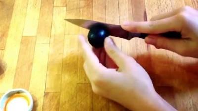 Удаление косточки ножом