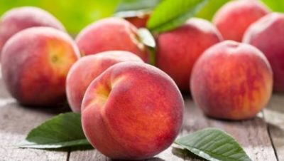 Персики на доске