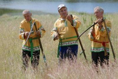 Косари в поле